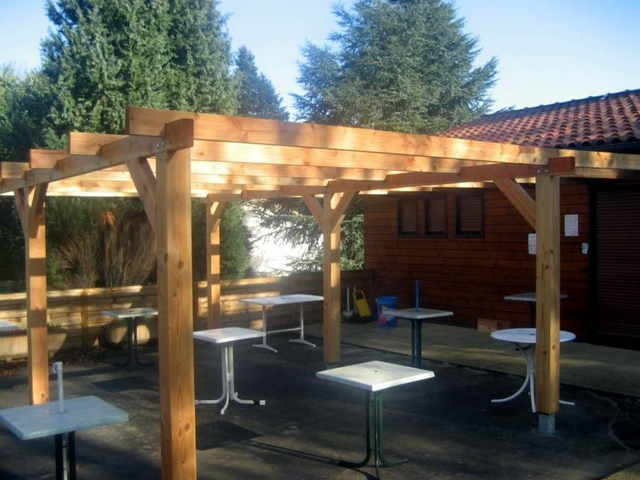 Pergola bois autoclave billot table de ferme realisation for Exemple de pergola en bois